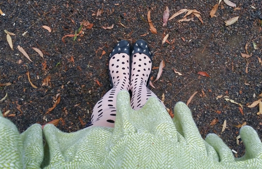 star shoes  green skirt